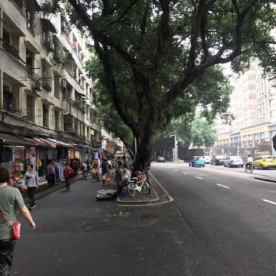 7字转角位商铺 面对公交站 人流量密集