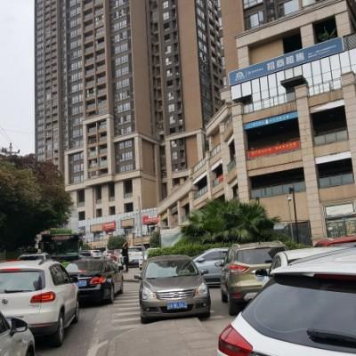 南滨路长嘉汇临主干道门面直看江景坝子+停车位+高6米+厕所