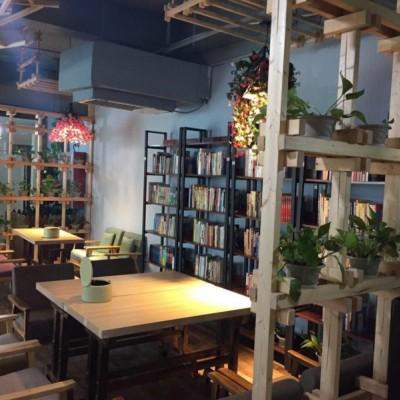 徐州市政府青年路小学新四院150平精装修咖啡厅奶茶冷饮店