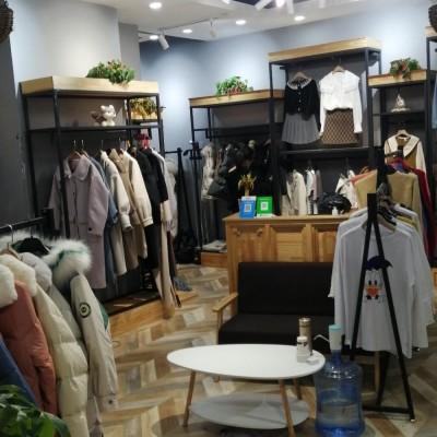 西美花街二楼服装店