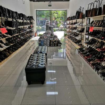 深圳龙岗地标店铺转让,可改两层。