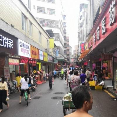 临街商铺,房东直租,可明火,执照齐全。