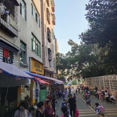 龙岗布吉学校门口临街店铺急转(小吃、餐饮店均可)
