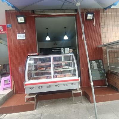 菜市场 旁边 店铺对面就是小区门口