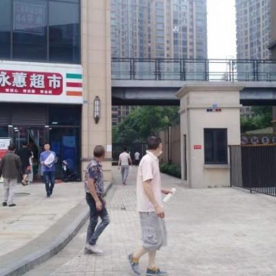 转让小区主出口第一间对面2个商场,可空铺转做餐饮,廖记奶茶等